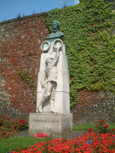 Memorial to Cavell outside Norwich Cathedral